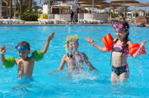 kids swimming_000003680461Small